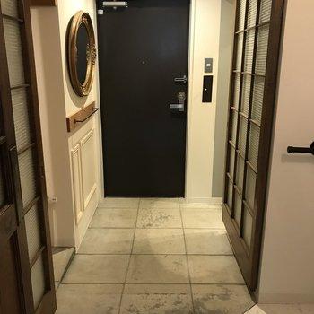 玄関は贅沢仕様で広め