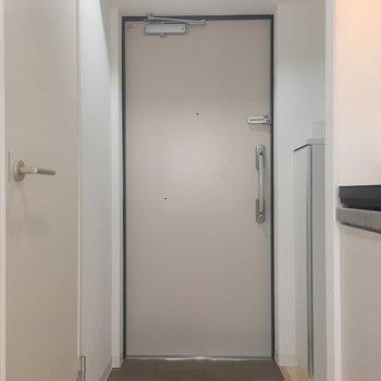 2、3足は玄関先に置いておけそうです。