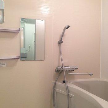 浴室乾燥機、棚、鏡と嬉しい設備がたくさん◎
