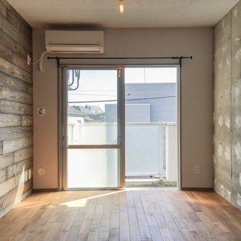 お部屋のこのデザイン。ギャップがたまんないですね。