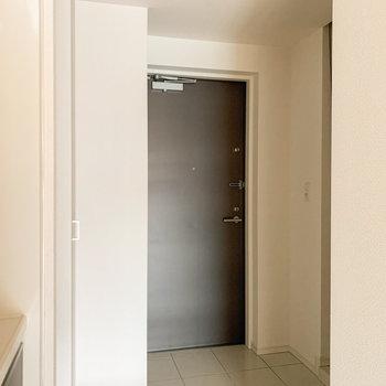 少しゆったりめの玄関。