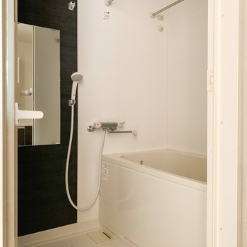 お風呂は嬉しい浴室乾燥機付き。雨の日のお洗濯も安心。