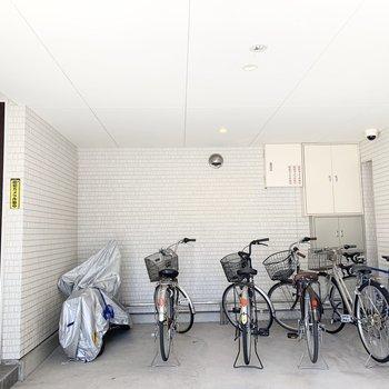 自転車置場も雨に濡れない仕様で嬉しいです。