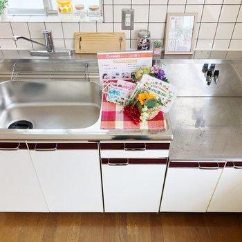 〈LDK〉シンクが広めのキッチンです。