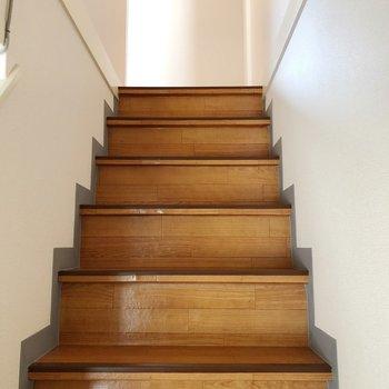 続いて2階へ上がりましょう。