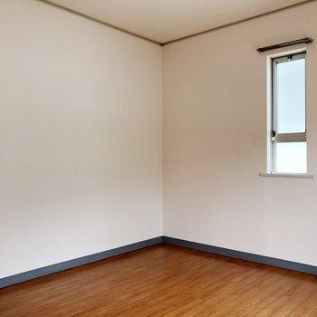 〈洋室〉洋室は寝室にするのはどうでしょう。