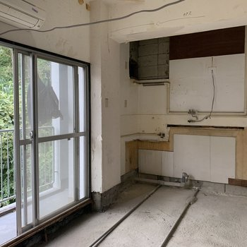 【工事中】キッチンはあちらに新設されます