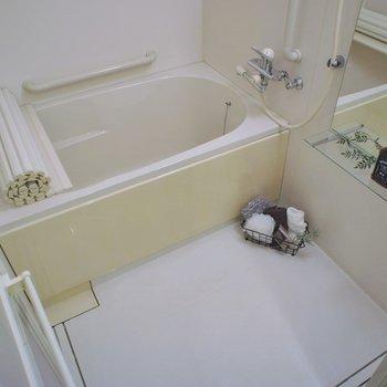 お風呂もまだまだ綺麗♩※写真は1Fのお部屋。
