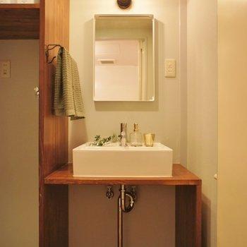 造作の洗面台がお気に入り♡※写真は1Fのお部屋。