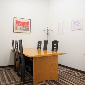 こちらは会議室。