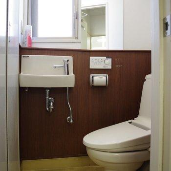 男性用トイレ。ウォシュレット付き。