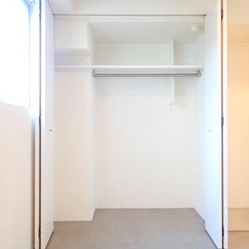 収納はこちら。柱が気になりますが、ボックスを使ってうまく整理したいですね。