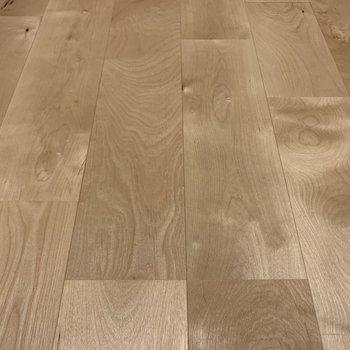 【LDK】無垢床のアップ。落ち着きますね。