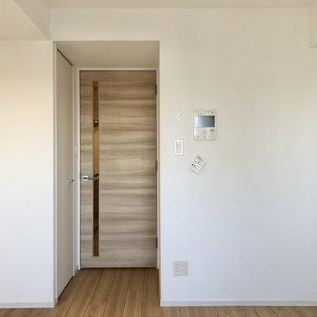 居室とキッチンは扉で仕切ることができます。