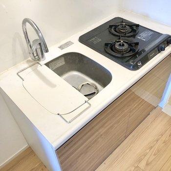 シンクボードがついているので調理スペースも確保できます。※写真はクリーニング前のものです