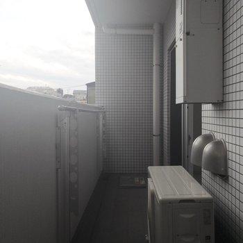 2階部分のバルコニーです。洗濯物干せそうですね