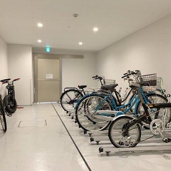 室内駐輪場。サイクリングも楽しめそうな街でしたよ。