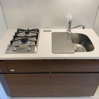 シンクボードを掛けて、調理スペースの完成です。