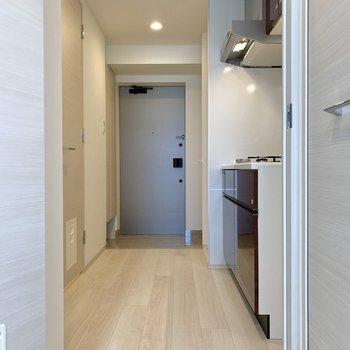 扉を開いて、キッチンへ。