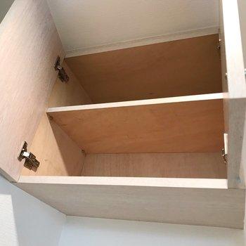 上にはこんな棚もあります。(※写真は清掃前のものです)