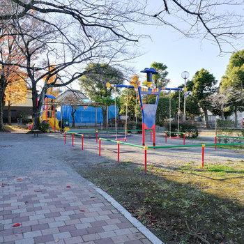 お部屋近くには公園が。