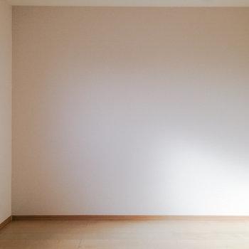 【洋室5.2帖】リビング横のお部屋はのんびりルームに良さそう。