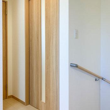 廊下です。この扉がリビングに繋がります。
