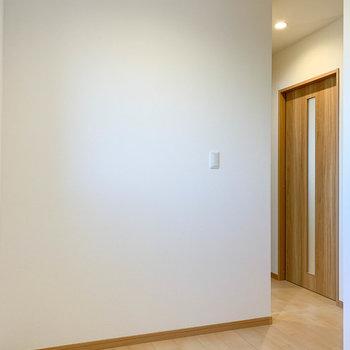 【サービスルーム】奥側から見ると。廊下と繋がっています。