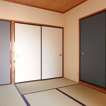 【和室】布団派の方はこちらで寝ましょう。押入れ収納があるので着替えもスムーズ。