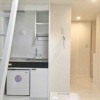 キッチン横に洗濯機置場です。