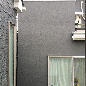 眺望はお隣のマンション。