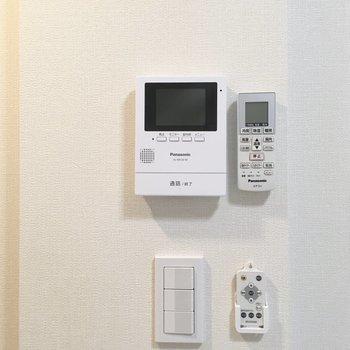 モニターフォン、エアコン、調光照明が備え付け。
