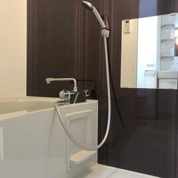 お風呂も清潔感がありますね。※写真は2階の同間取り別部屋のものです