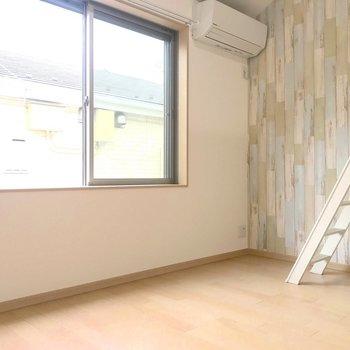 真新しいフローリングが気持ちいい。※写真は2階の同間取り別部屋のものです