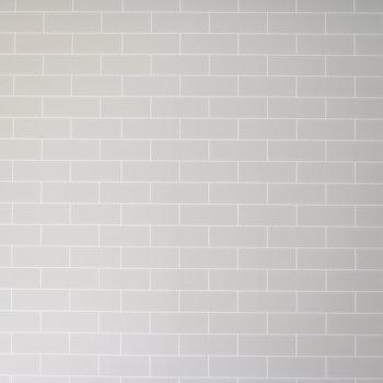 レンガ調の壁紙は、プリントではあるものの、窪みがしっかり再現されていてオシャレ。