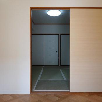 洋室からも和室へ行けます。
