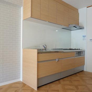 新品のキッチン!冷蔵庫は左手に。
