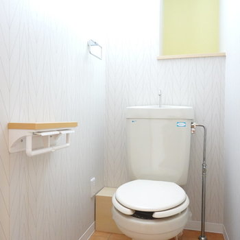 トイレはシンプルですが、センスある内装に。
