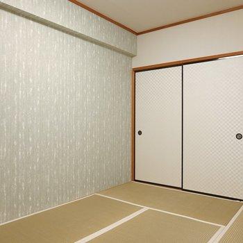壁紙は洋風に新調されています。