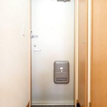 玄関はちょっと狭めでした