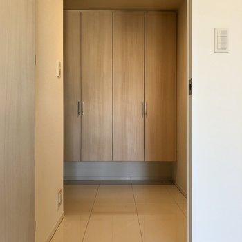 玄関にもすぐにアクセスできるのが地味に便利なポイントです。