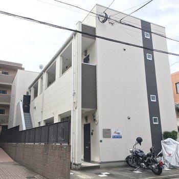 穏やかな住宅街に佇む建物です。