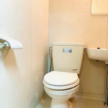 トイレはバスルームの中に