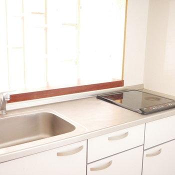 キッチンはIH ※写真は似た間取りのお部屋のものです