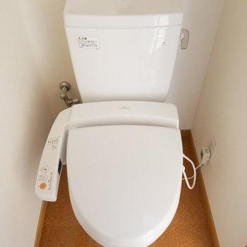 手洗い付トイレ ※写真は似た間取りのお部屋のものです