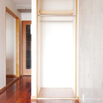 こちらはハンガーパイプ付 ※写真は似た間取りのお部屋のものです