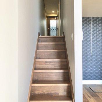 ロフトは階段を上がって右側へ