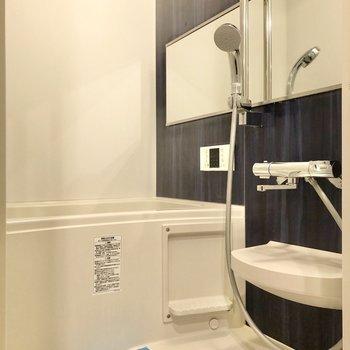 シャワーヘッドの高さは自由自在です