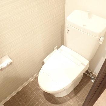 きゅっとしたトイレ。(※写真は14階の反転間取り、別部屋のものです)