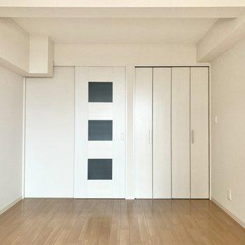 白が爽やかなお部屋
